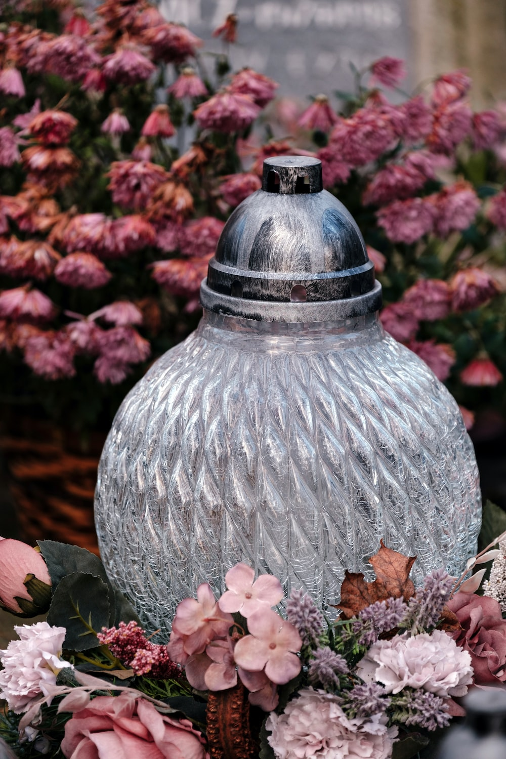 shallow focus photo of clear glass vase