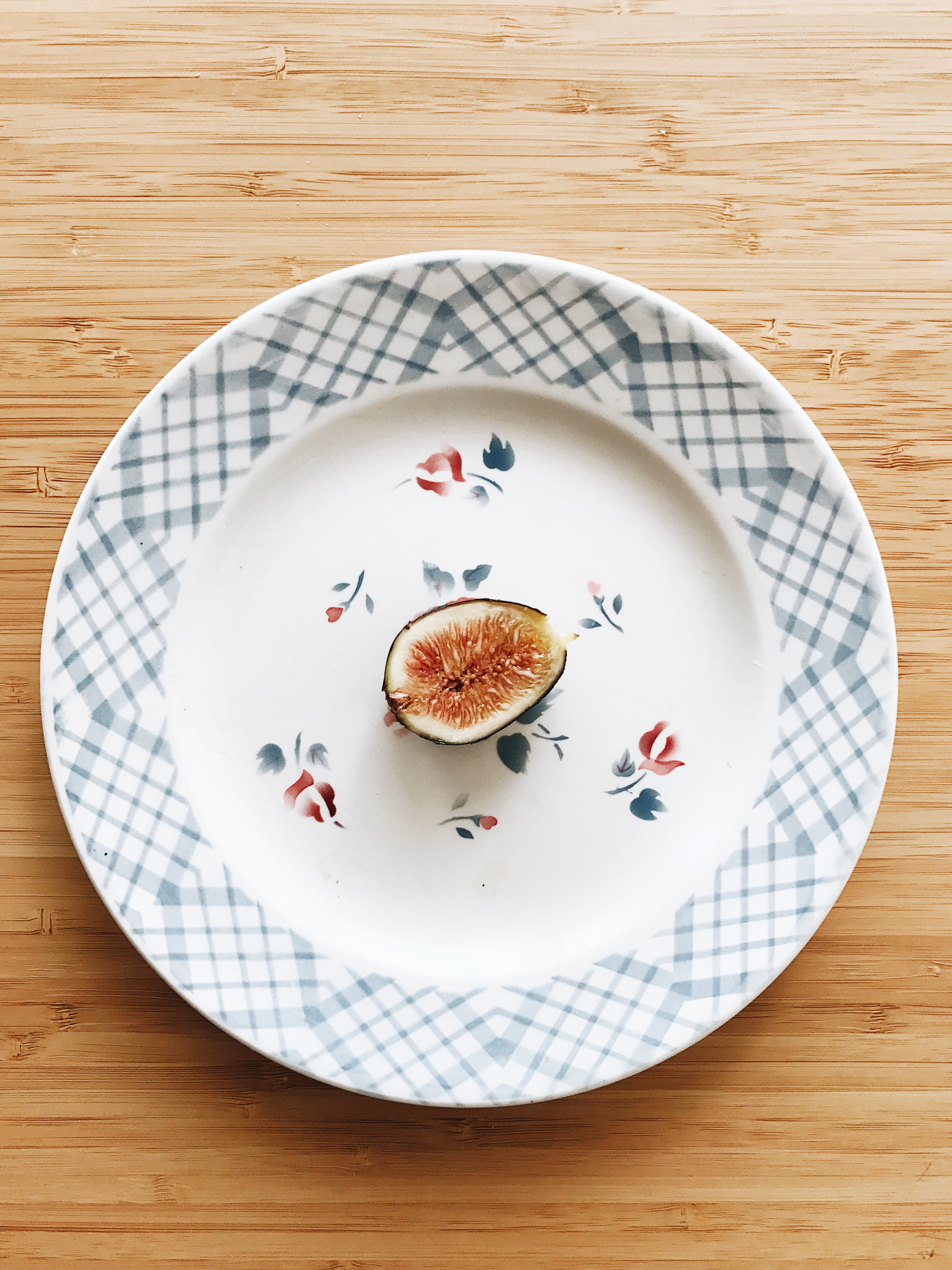 round white ceramic plate and fig fruit on top