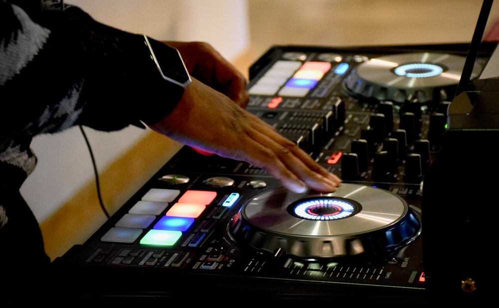 person using DJ turn table