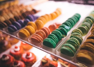 assorted-color macaroons