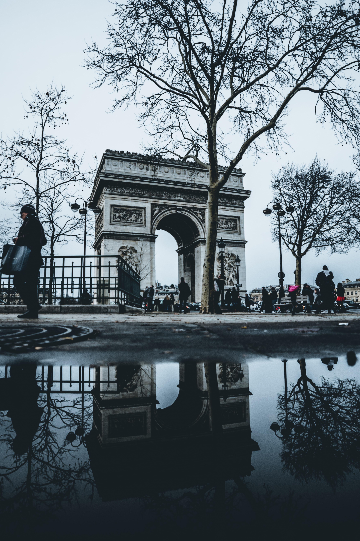 people walking near arc de triomphe