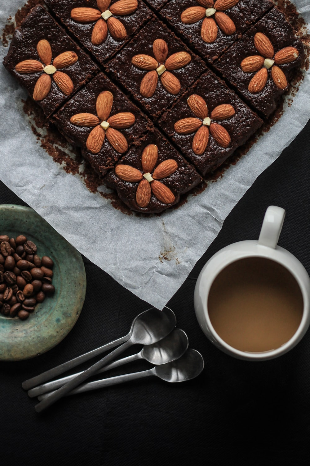 cake top with almonds
