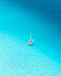 aerial view photography of sailboat on body of water