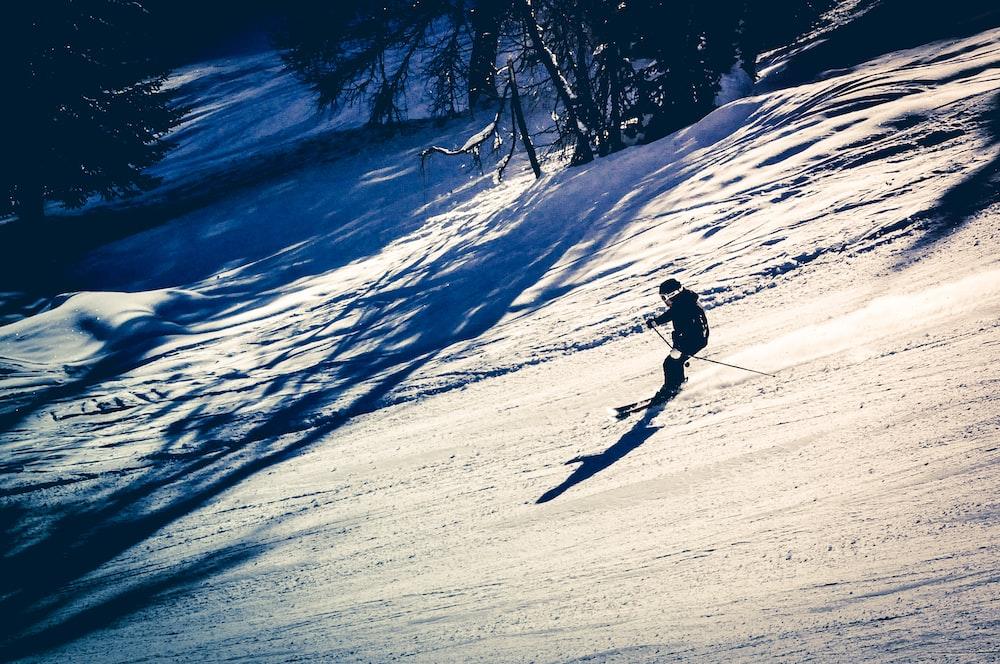 man using snow ski
