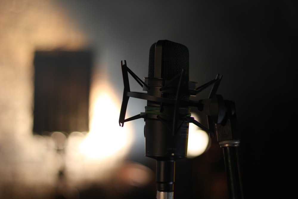 shallow focus photography of black studio microphone