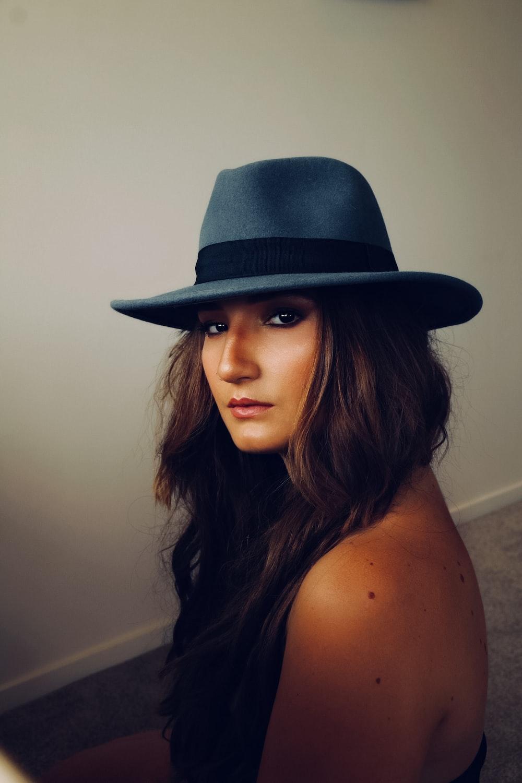 woman wearing grey hat