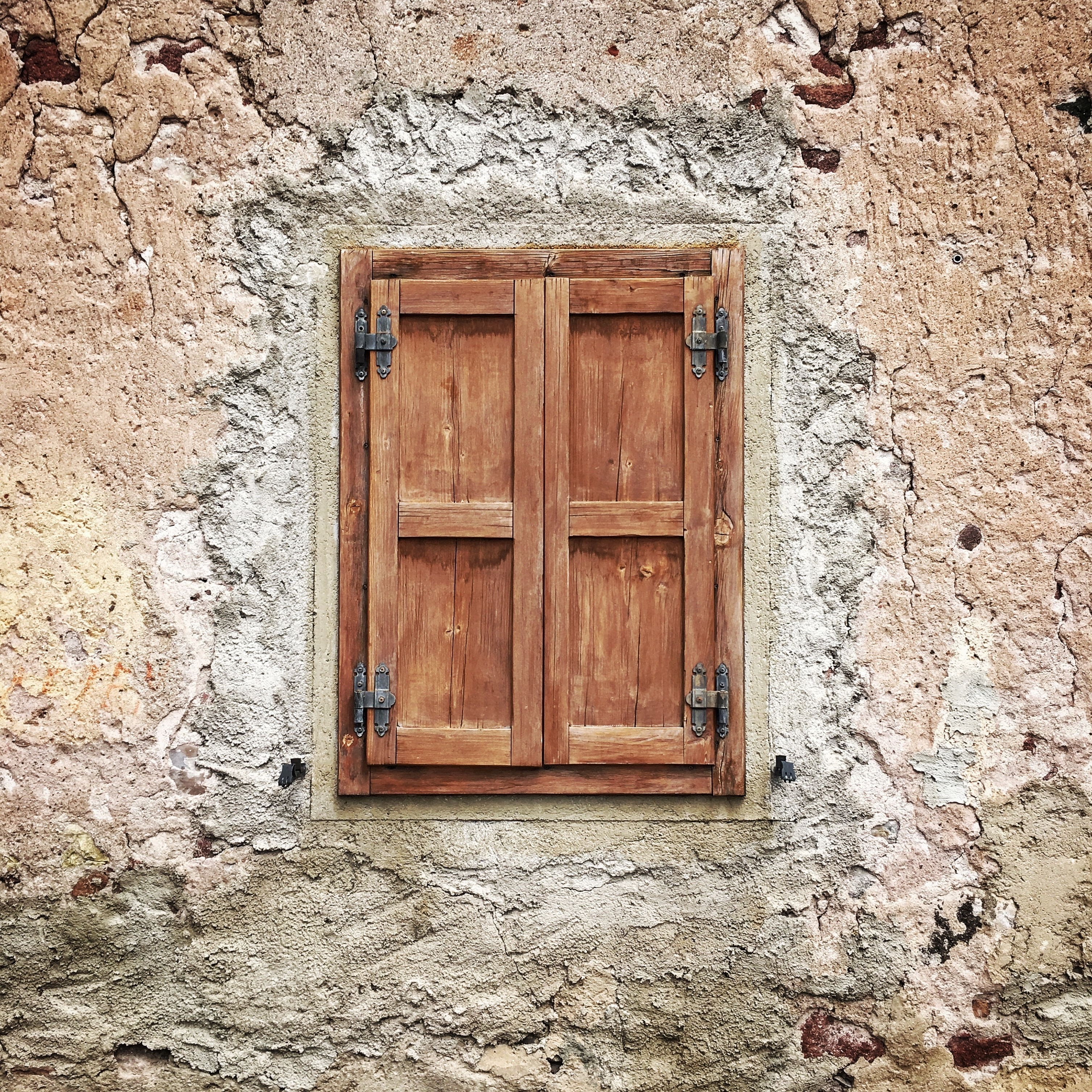 brown wooden dual window panels