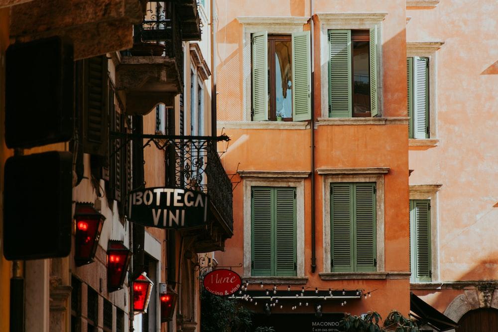 Botteca Vini signage