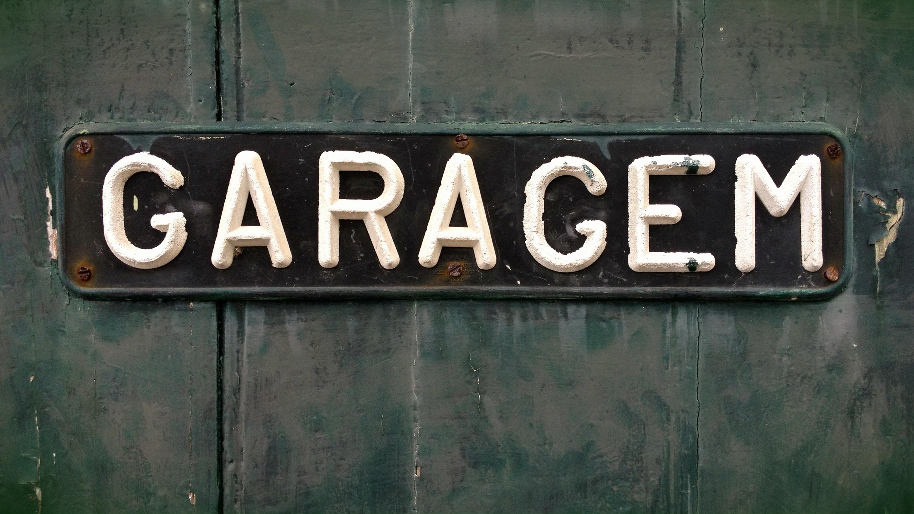 Garacem wall signage