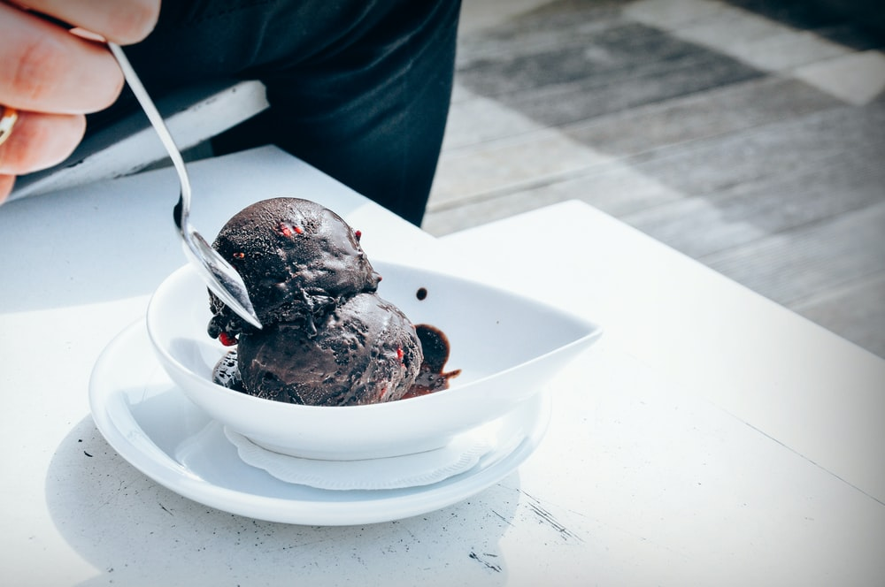chocolate ice cream on bowl