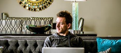 לטפל בקרוקס: טיפול פסיכולוגי דרך רשת האינטרנט