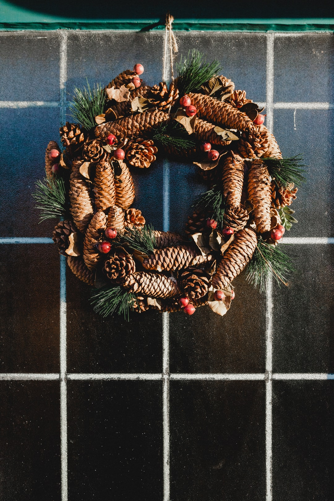 The low light yesterday afternoon lit up this pine cone Christmas wreath and made it almost 'glow'. Christmas may be over but I still love a front door and I definitely wish that I could keep wreaths up all year round.