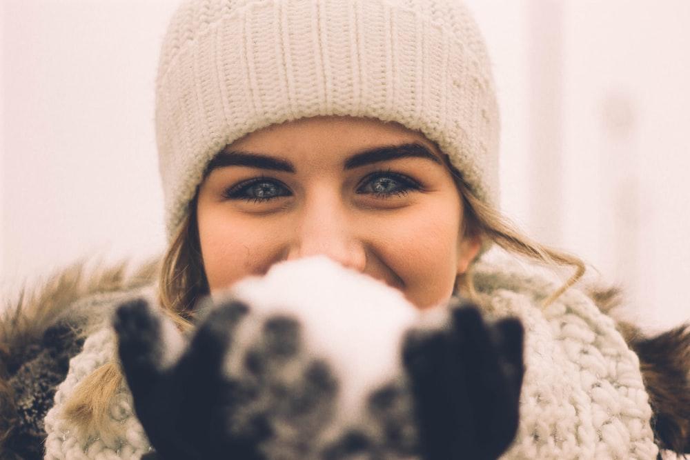 woman wearing beige beanie