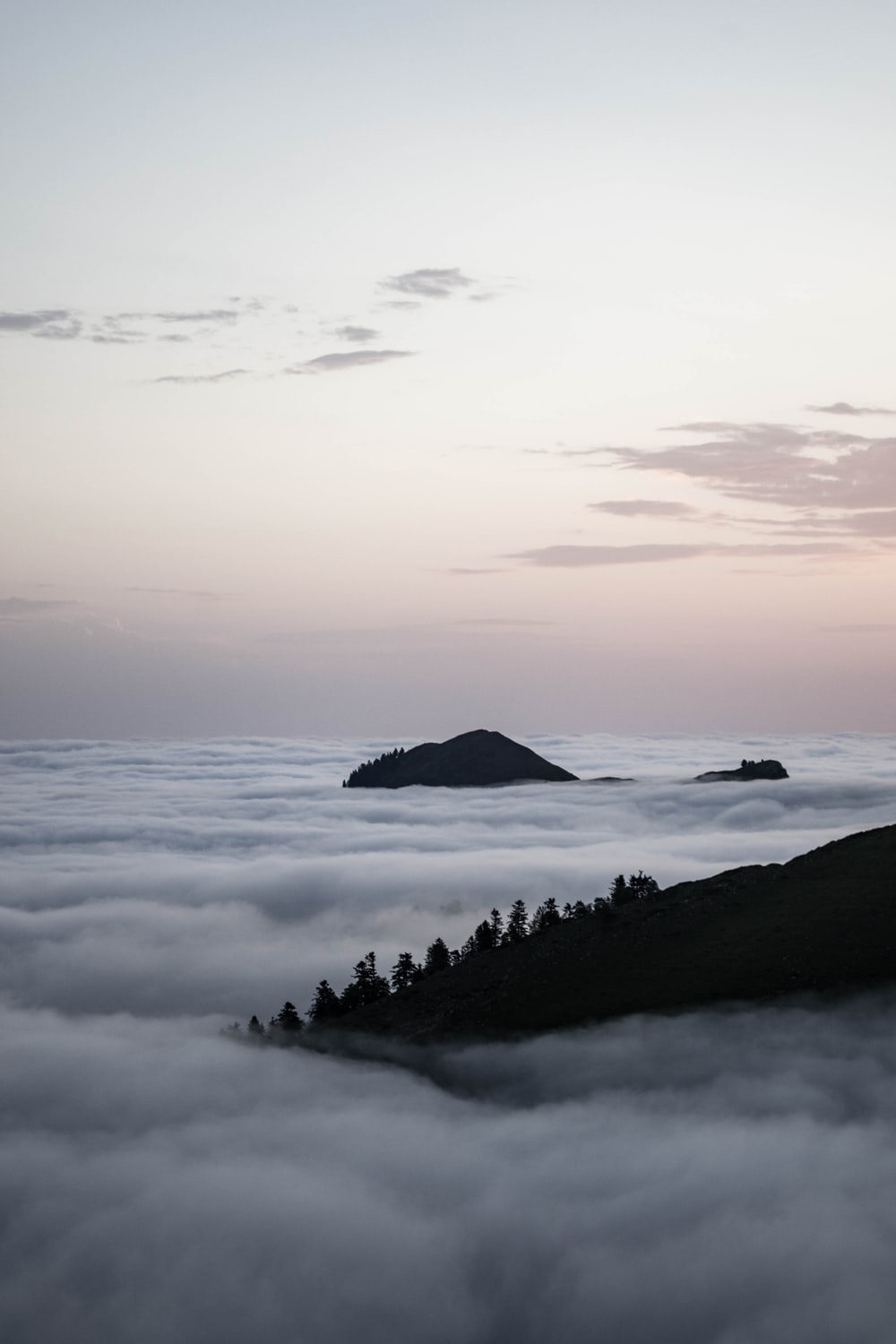 mountain above clouds at daytime