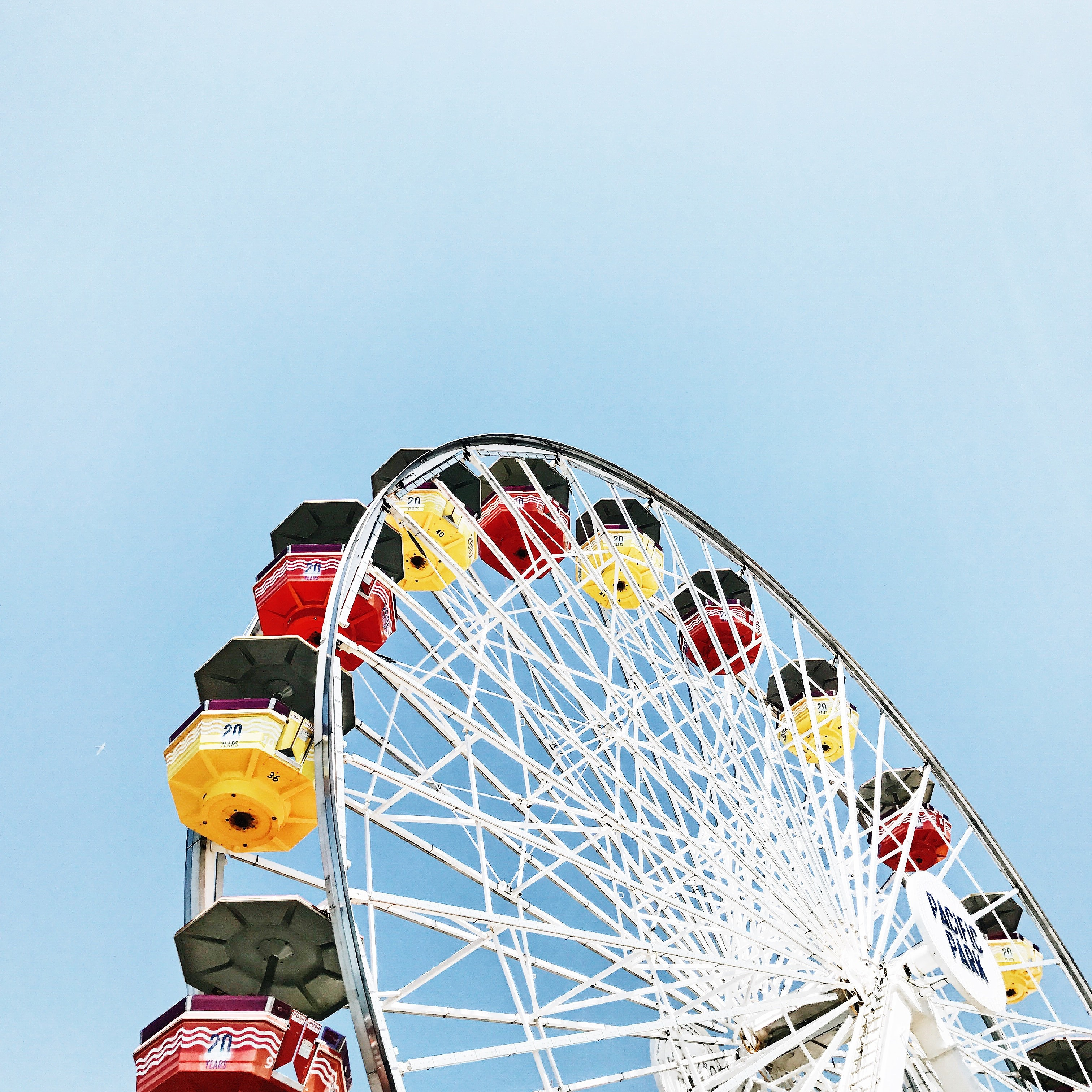 high angle photo of white Ferris wheel during daytime
