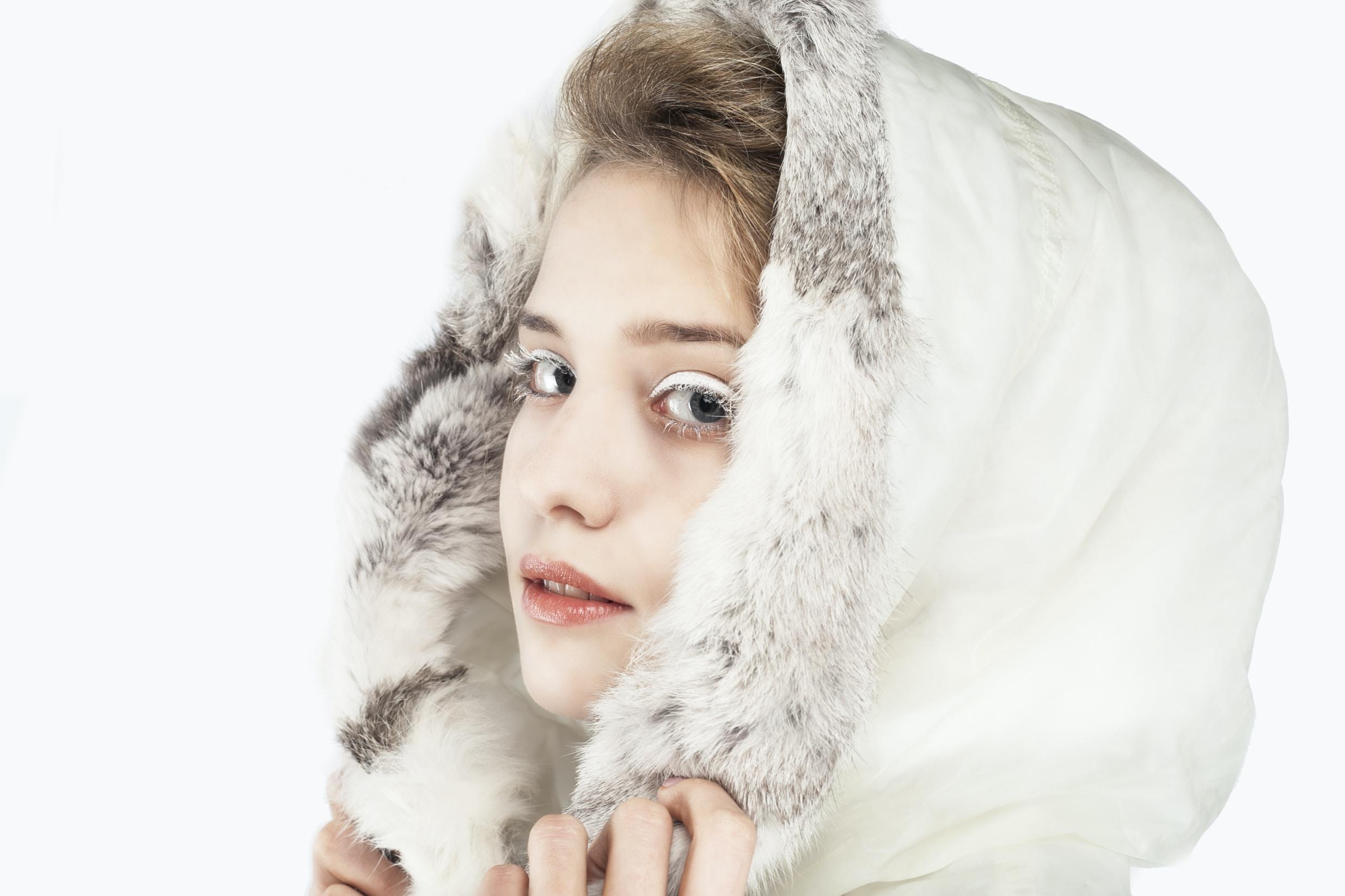 woman wearing white hoodie posing