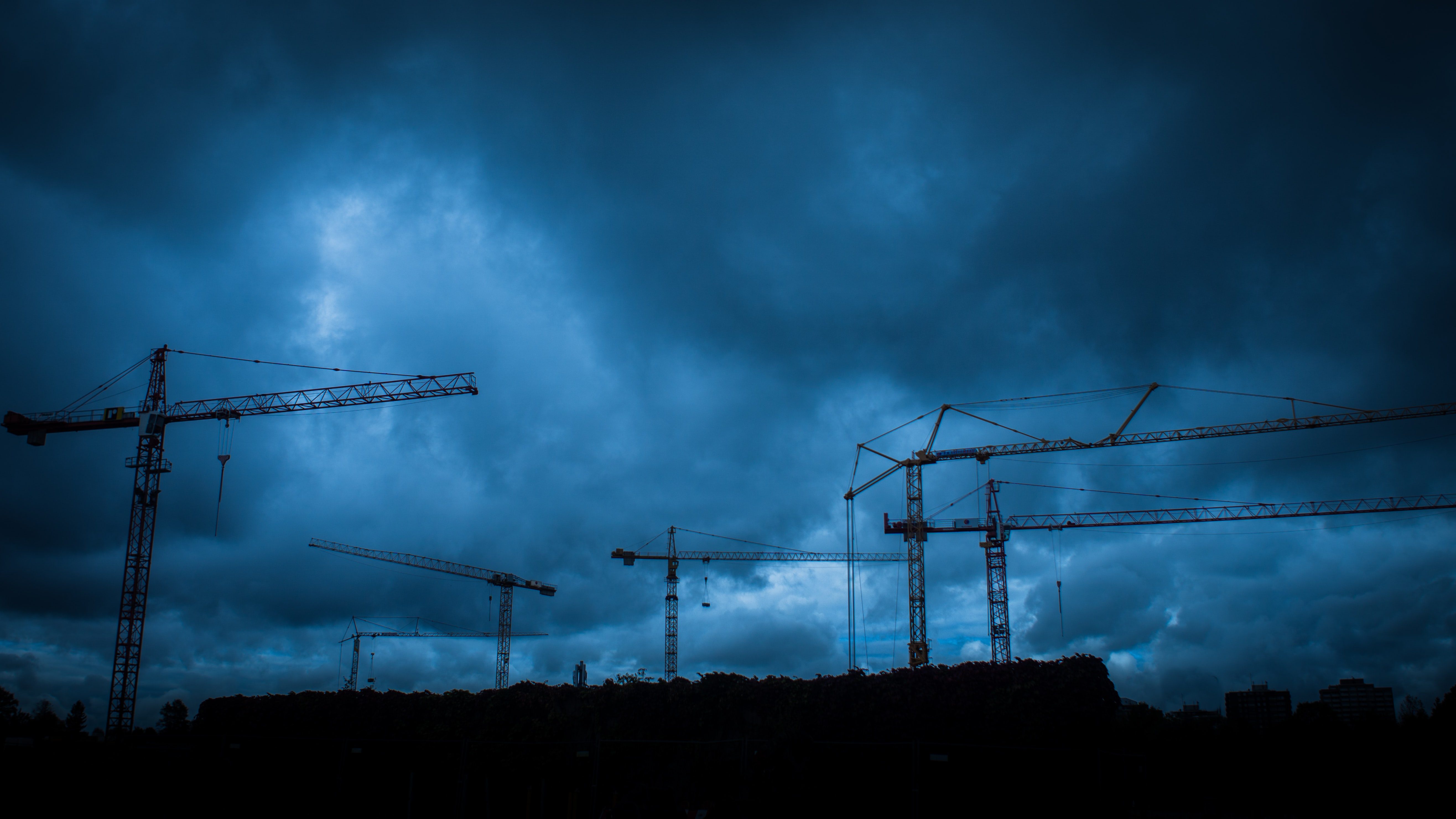 metal crane towers during cloudy day