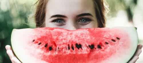 מחקר: בריאות הנפש של נשים קשורה יותר בתזונה שלהן מאשר גברים