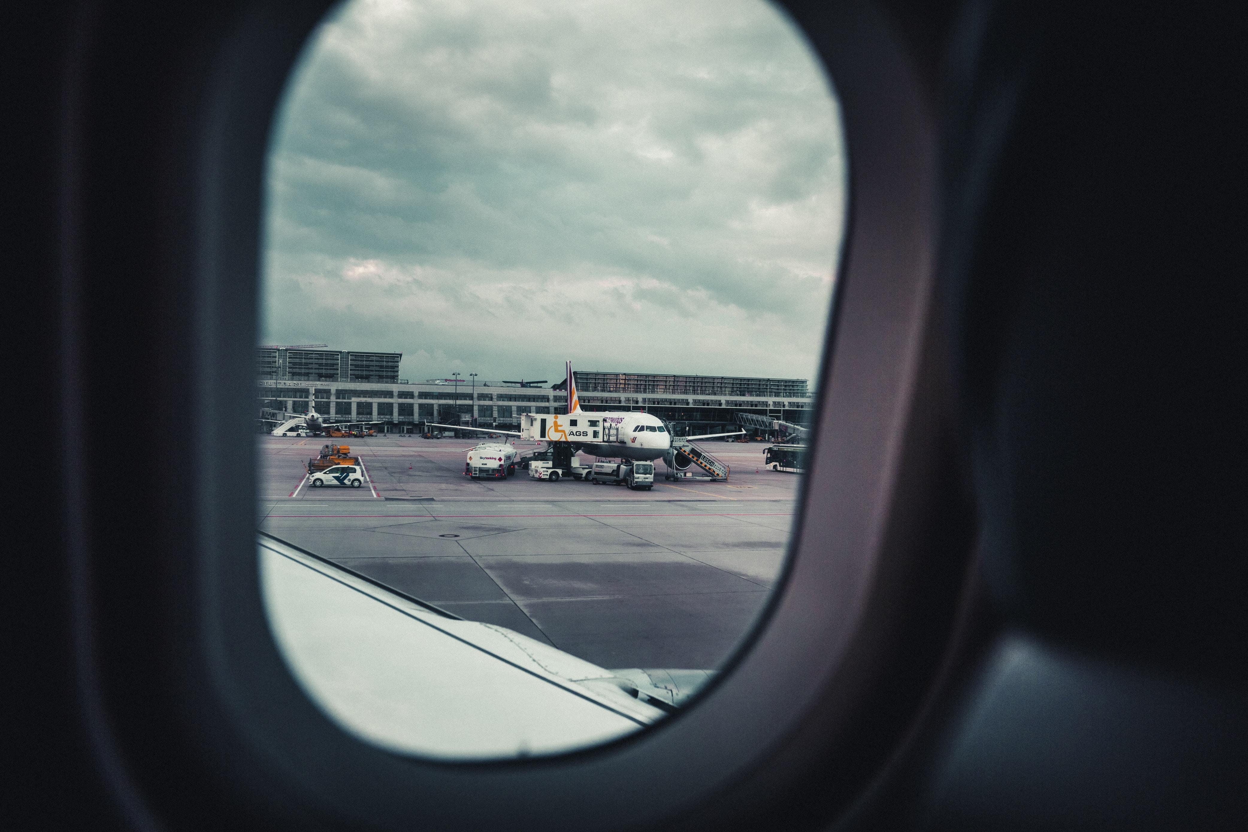 photo of white airplane