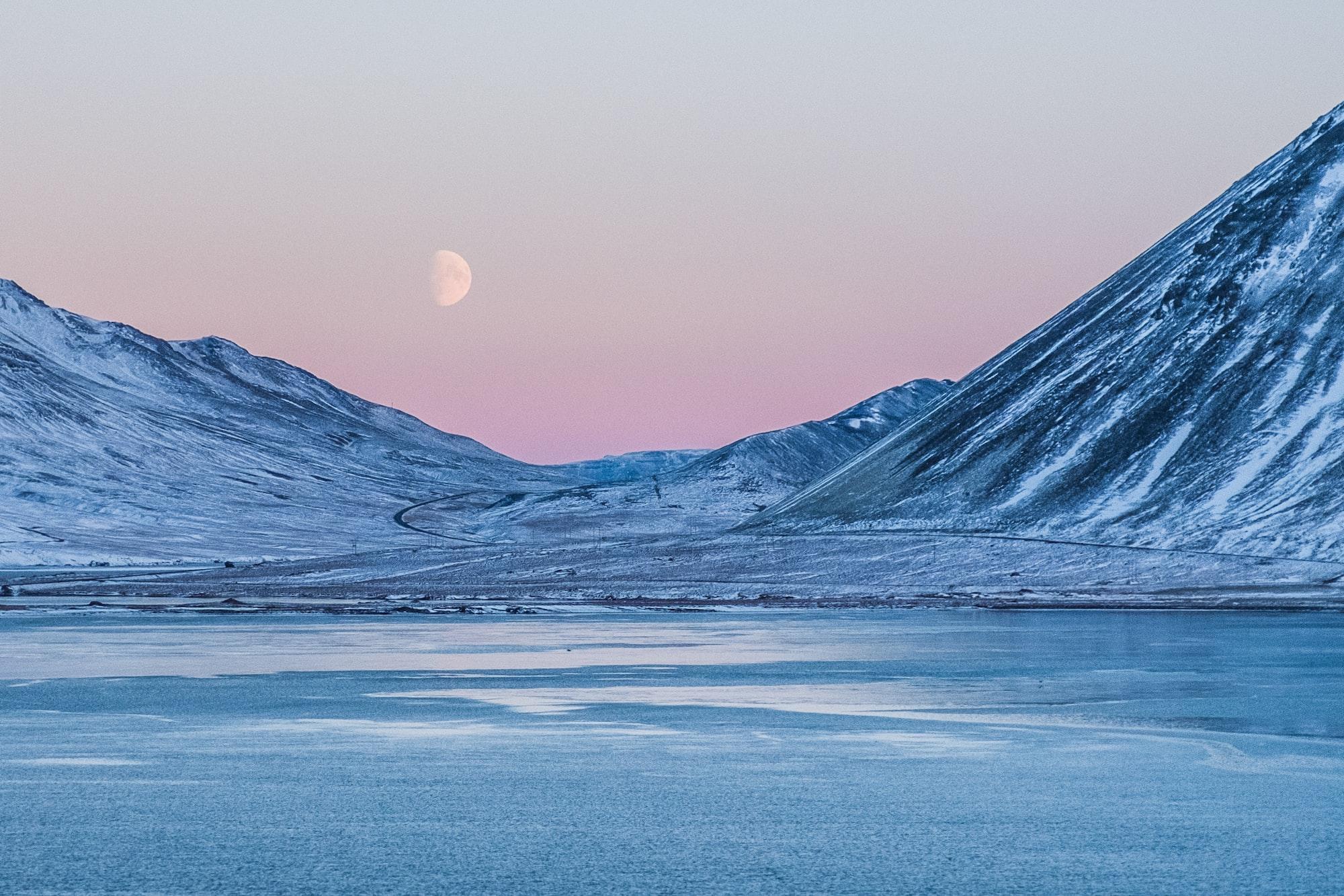 Rayleighspridningen förklaringen till vinterns rosa himlar