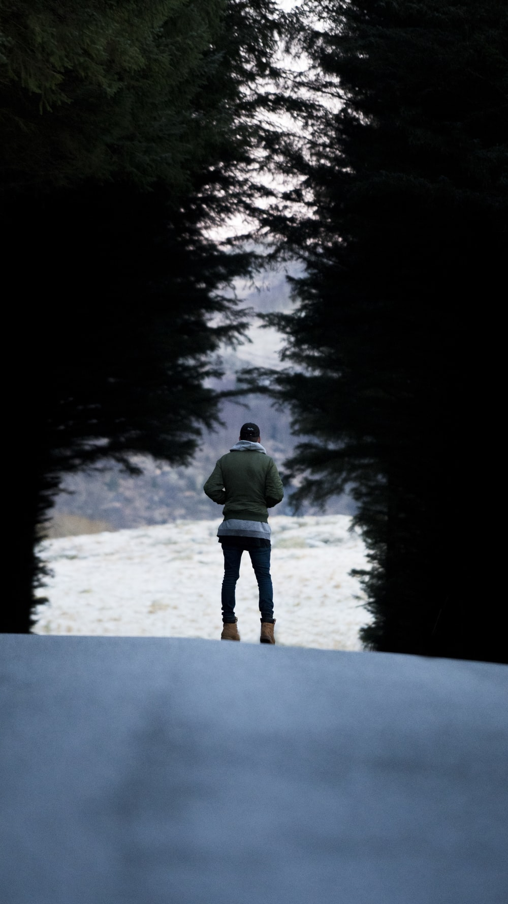 shallow focus photography of man standing