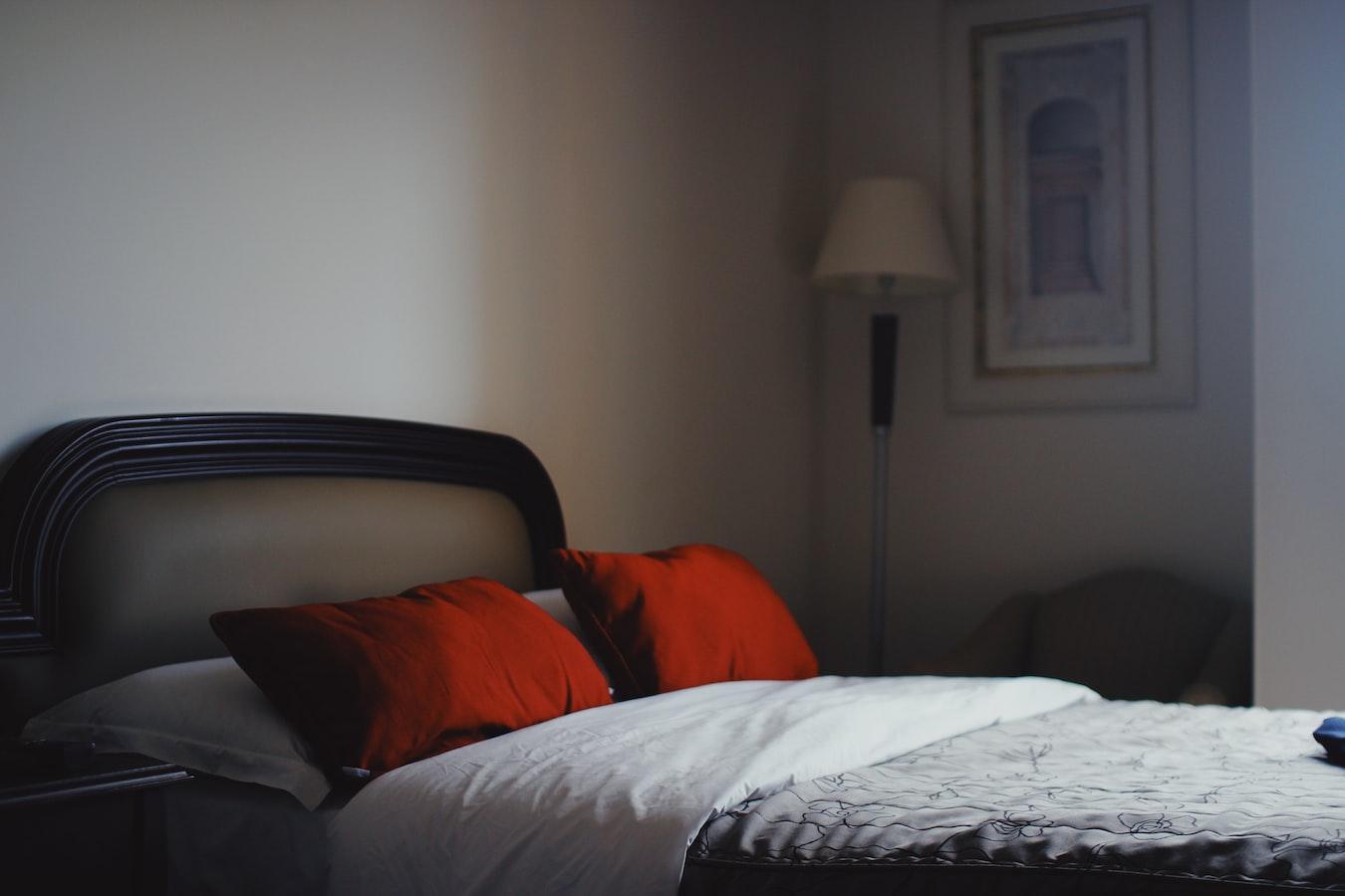 イニシエーションラブ ホテルのベッド