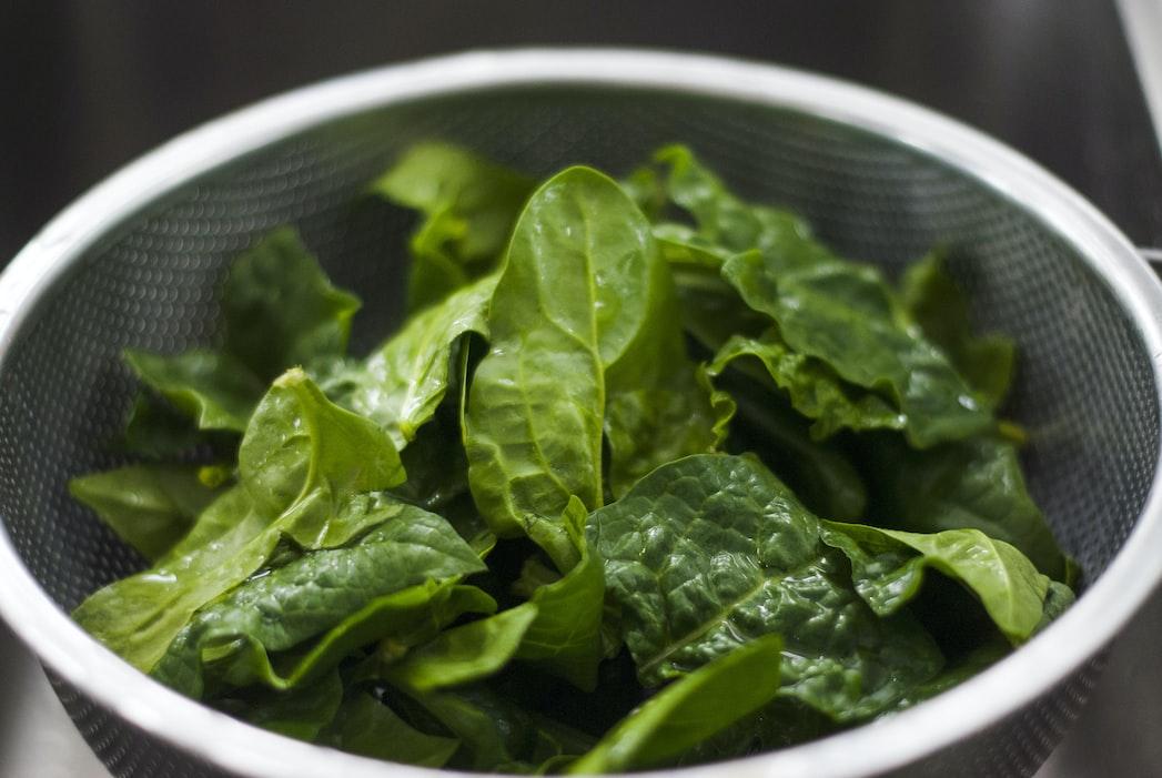 セロトニン 増やす 食べ物 ほうれん草