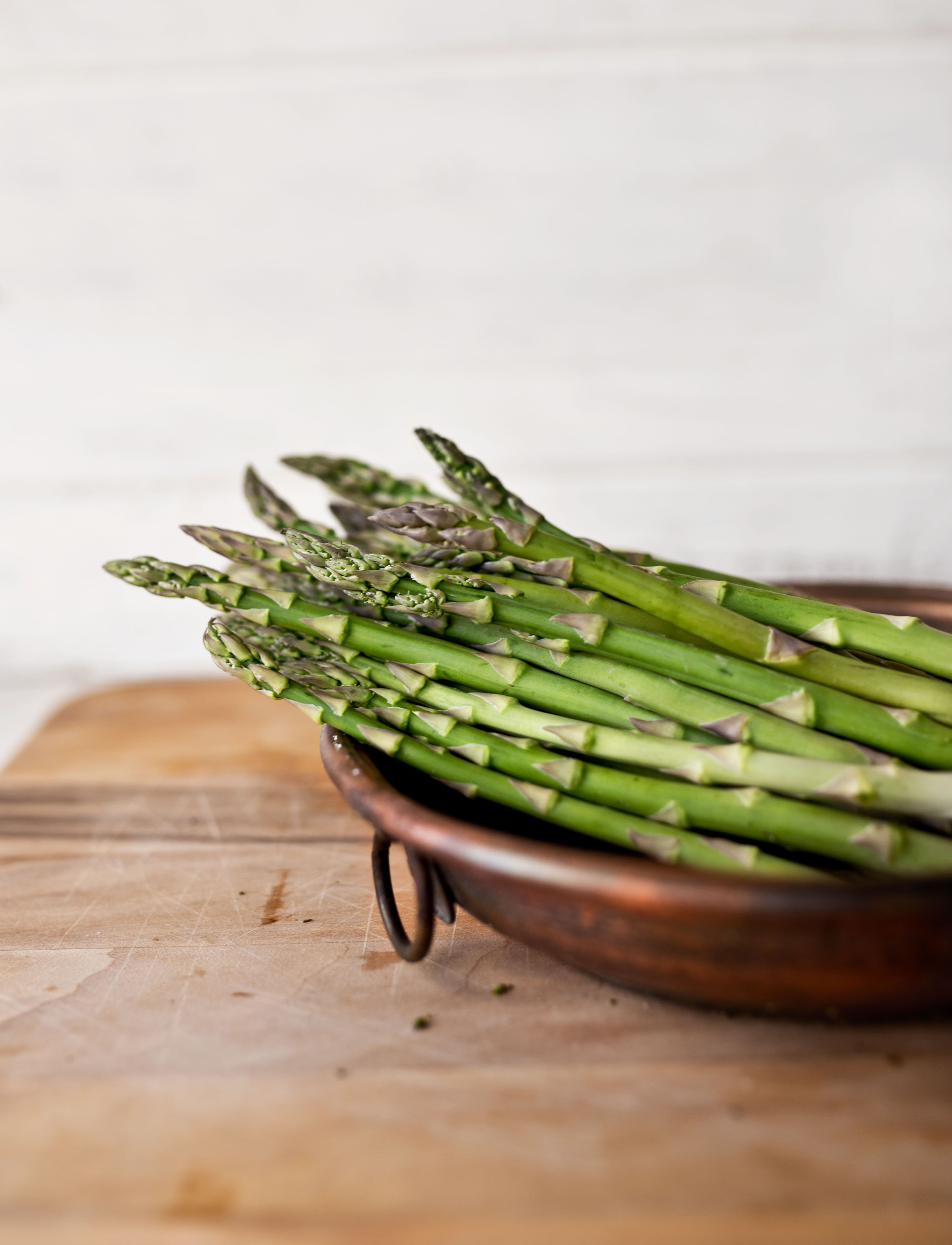 bowl of green asparagus