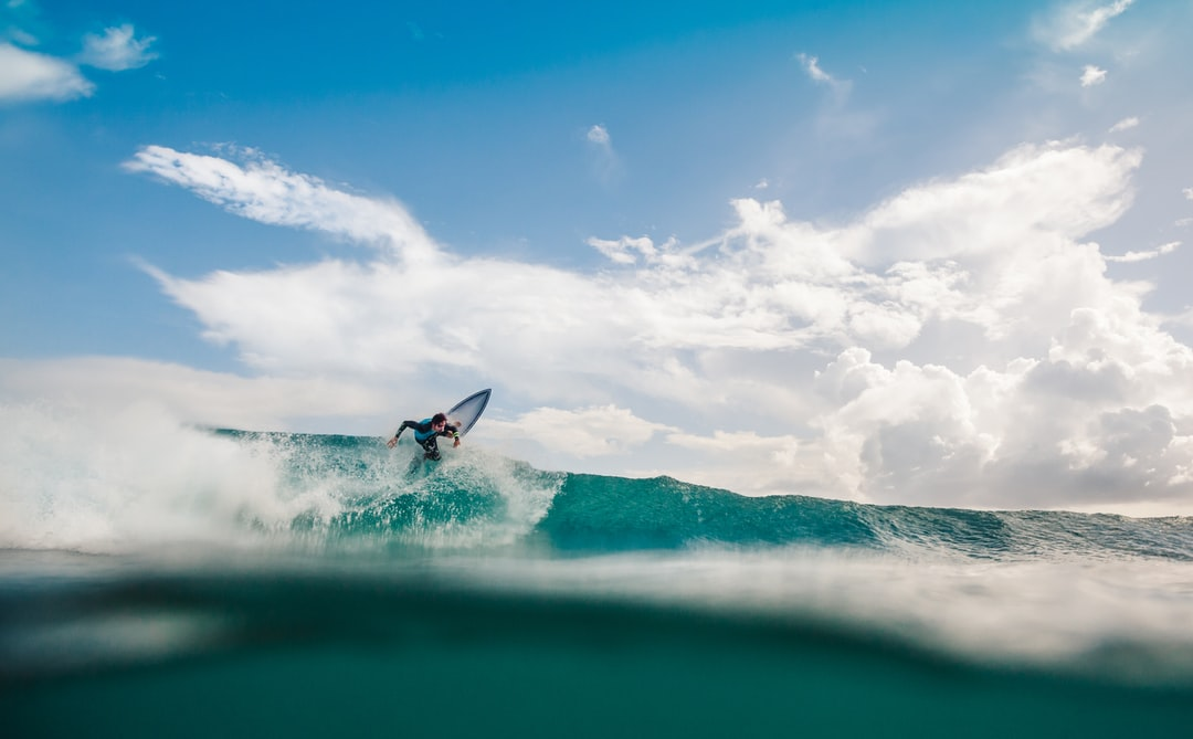Split view in a small swell in Guadeloupe. Surfer : Jonathan Caruel