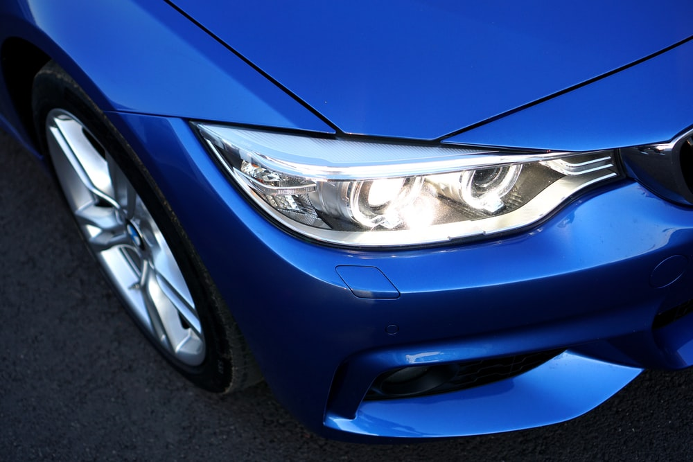 closed up photo of car headlight