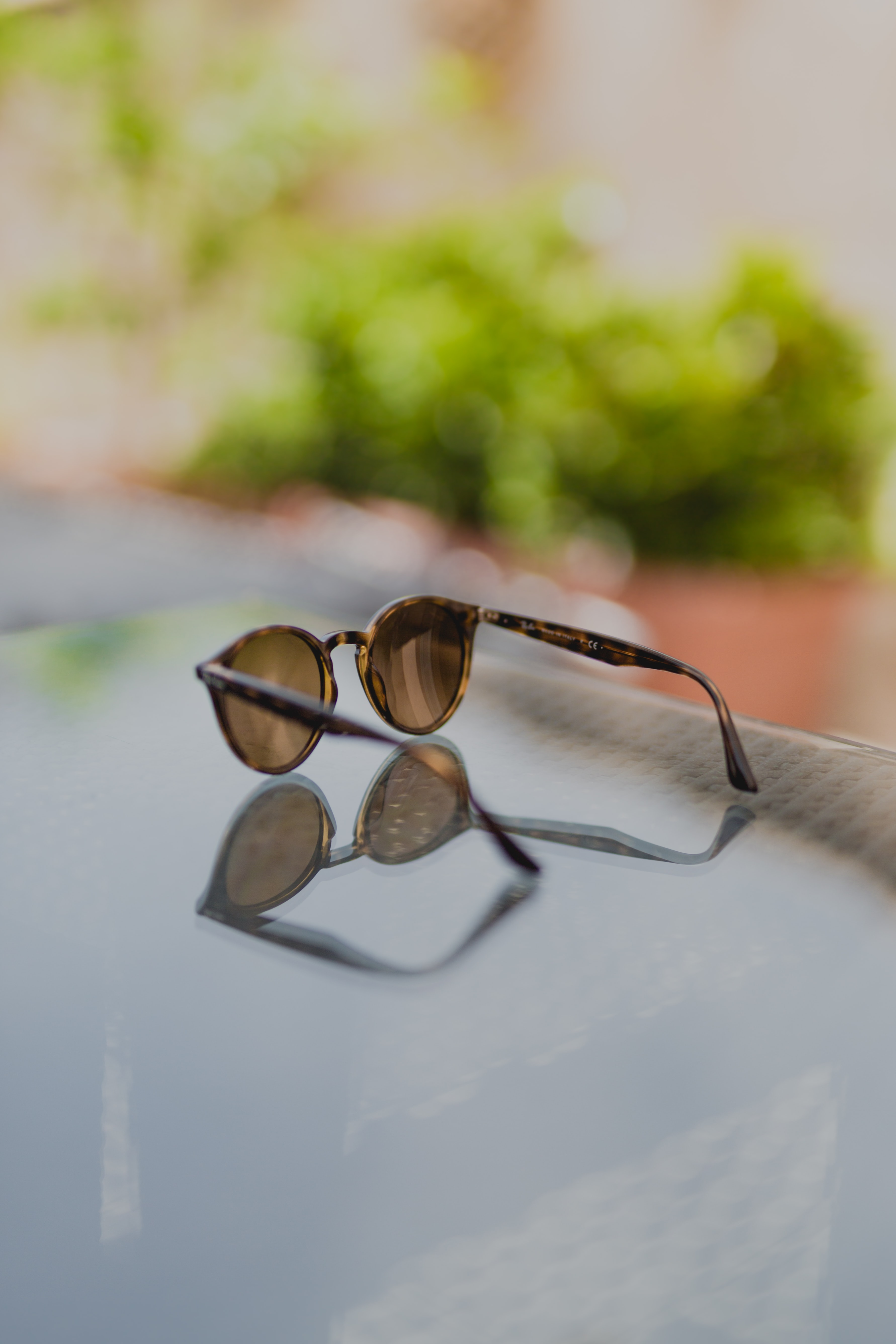 selective focus photography of sunglasses