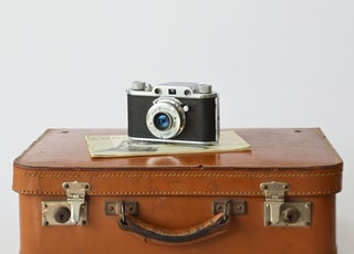 This Camera was very popular in Italy in the mid century, It was produced in 1948 with the partneship of Ferrania and Officine Galileo.