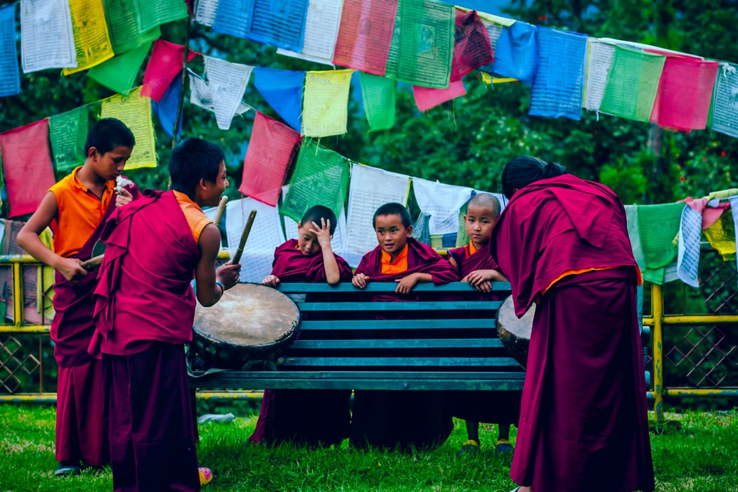 Little monks playing instruments