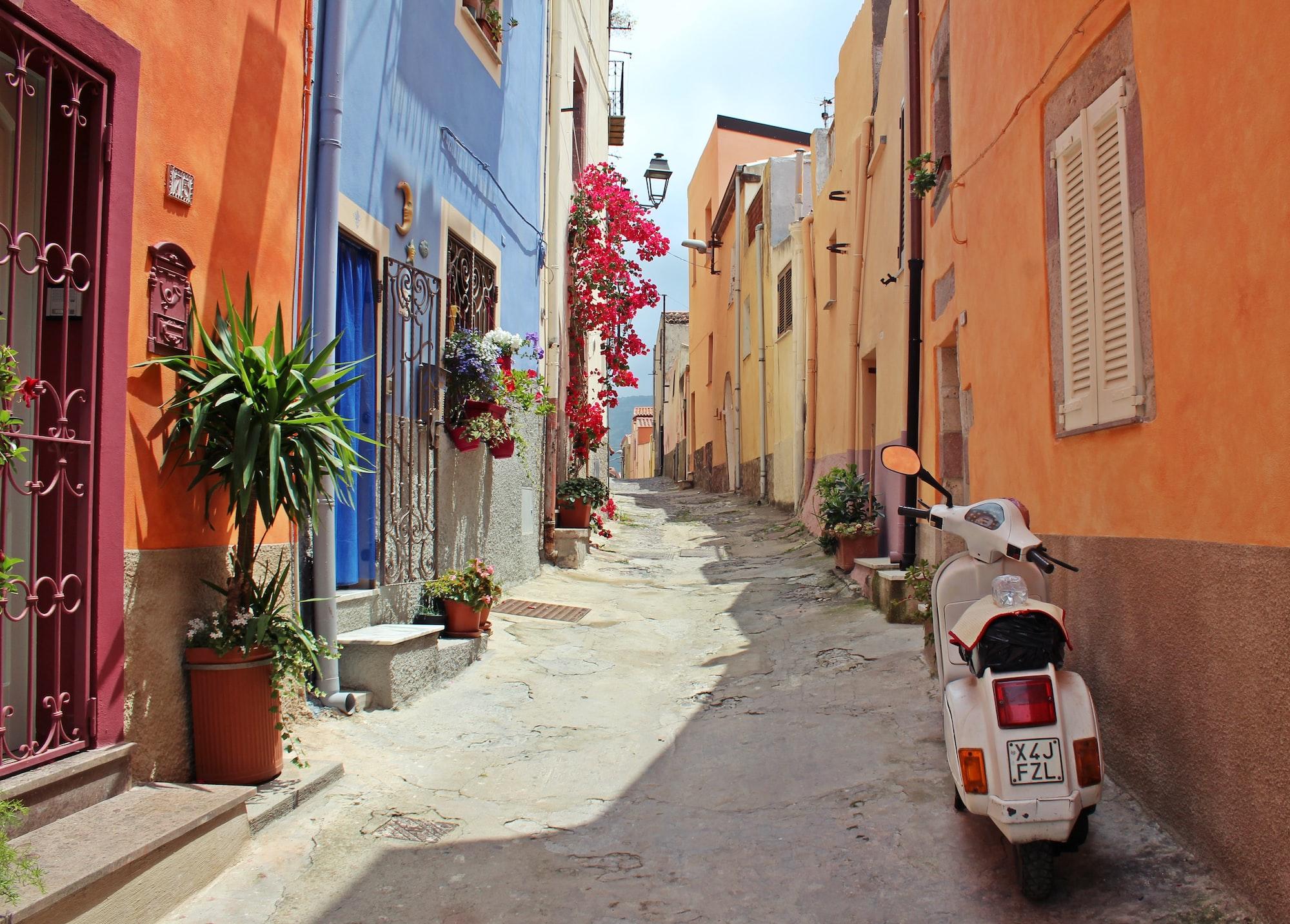 हाथ में रखिए 100 रुपये और खरीदिए इटली के इस सुंदर शहर में एक मकान