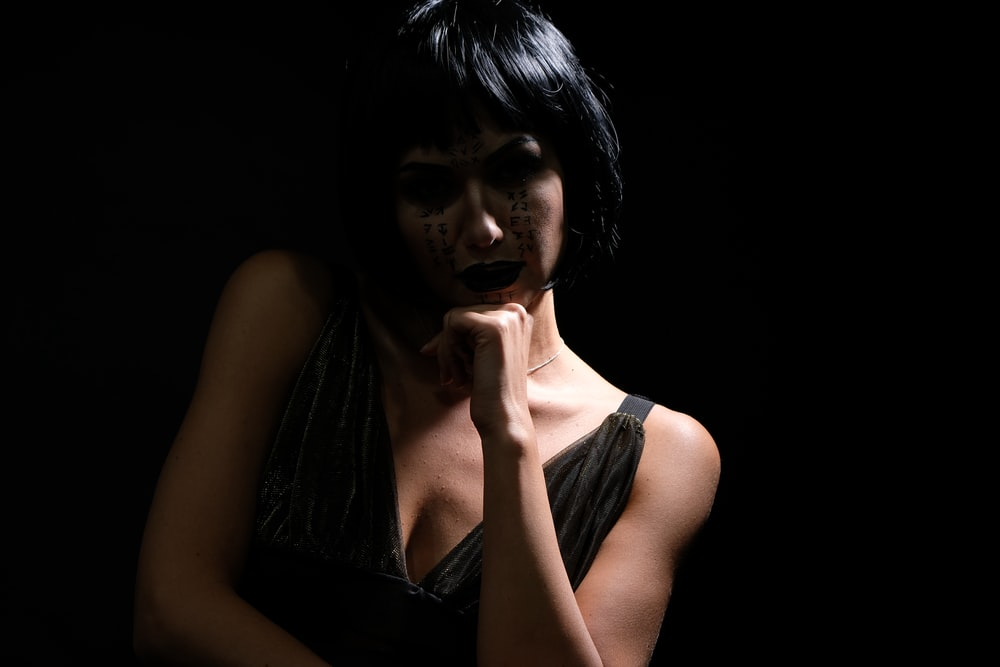 shallow focus photography of woman in black top