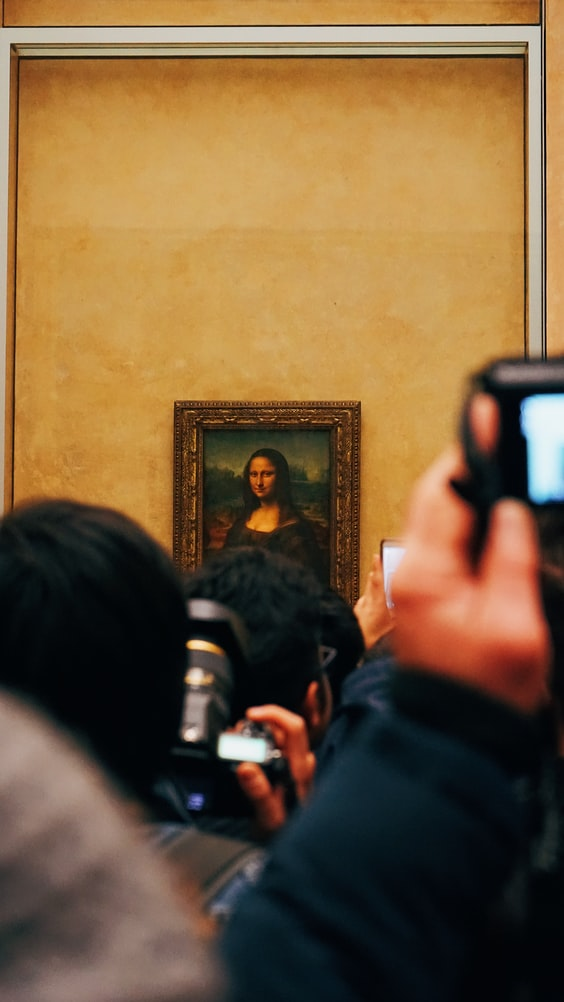 Painting of Mona Lisa in louvre museum