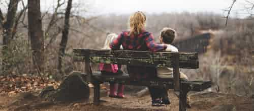 מפרימה לחיבור מחדש: טיפול משפחתי-מערכתי באובדן ושכול