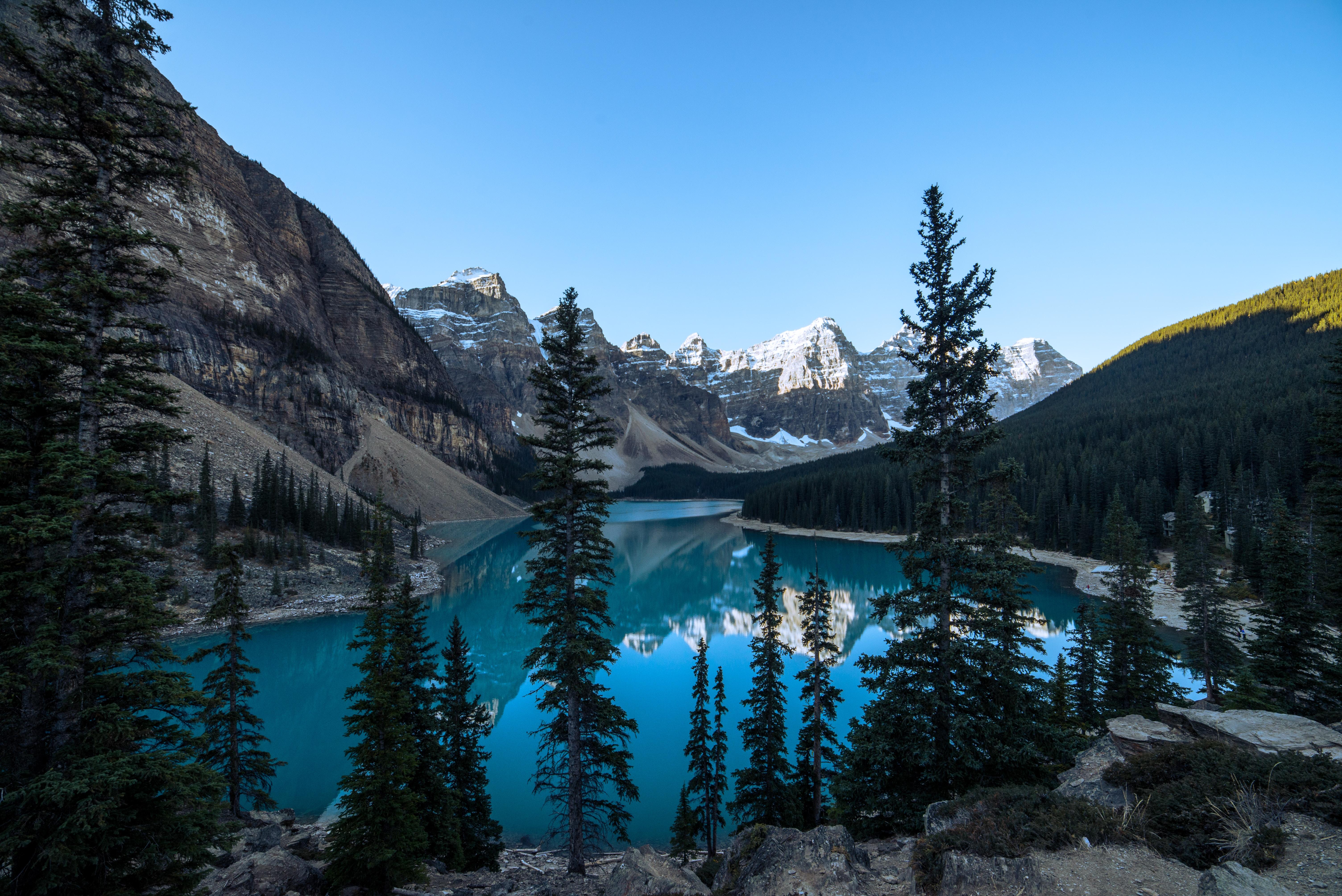 mountain near lake at daytime