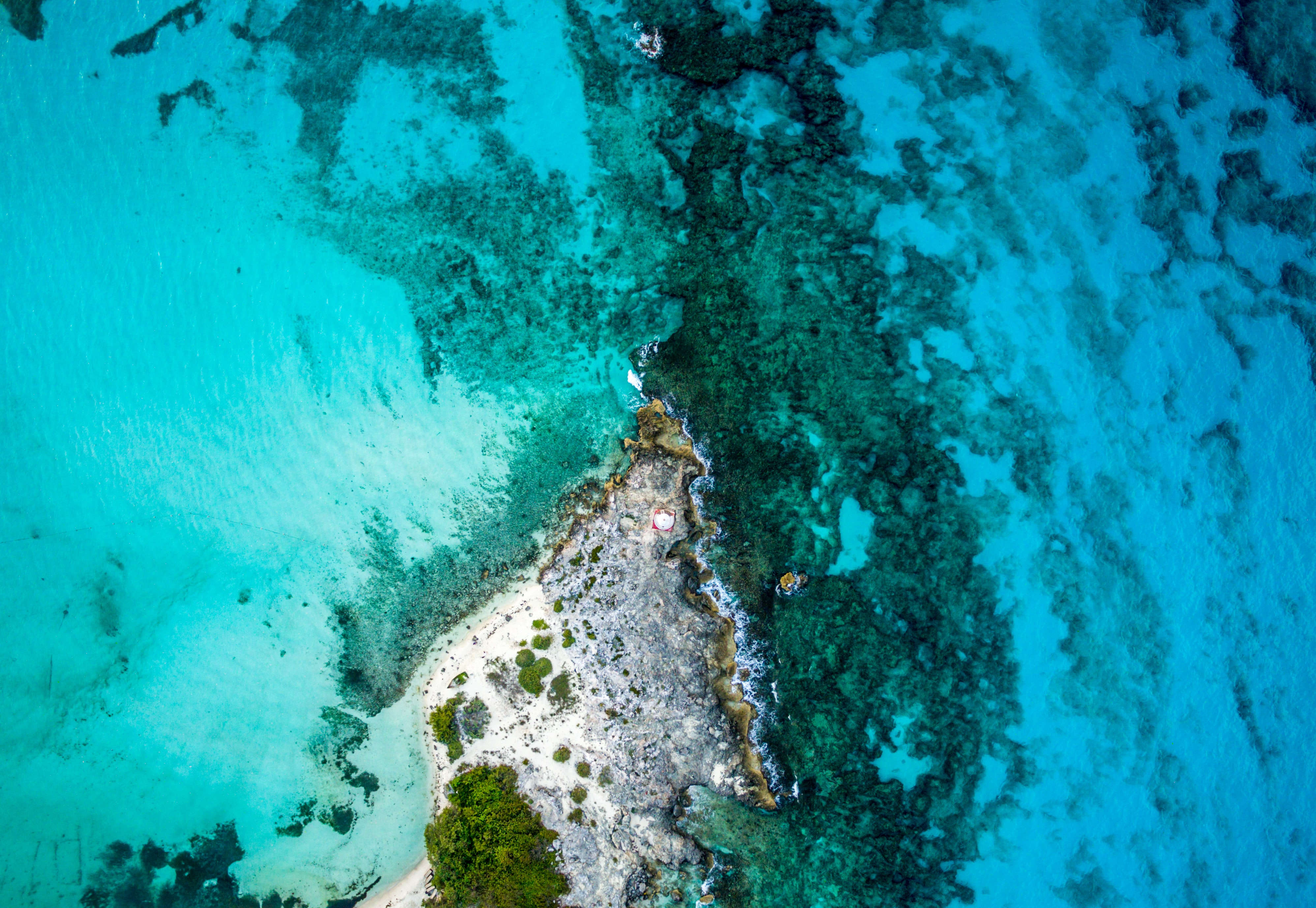 island top-view photography