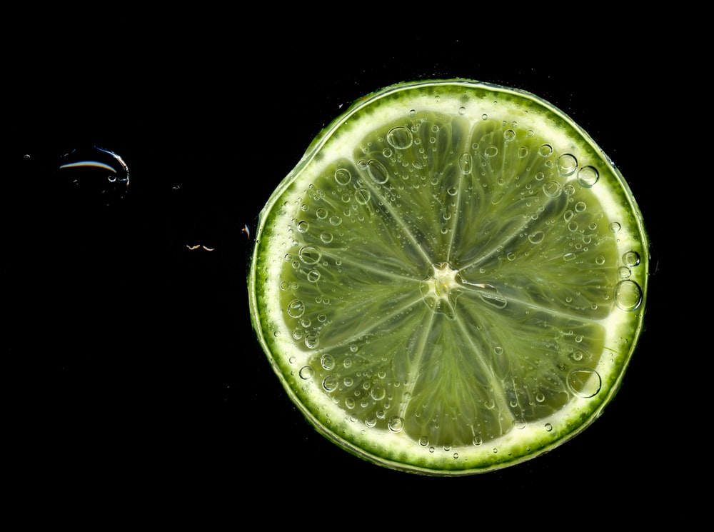 closeup photography of lime