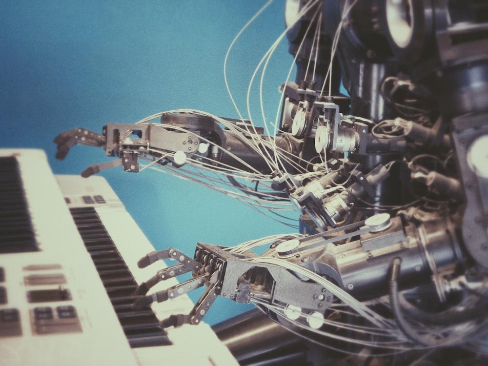 قنوات لتعلم الآلة وذكاء اصطناعي