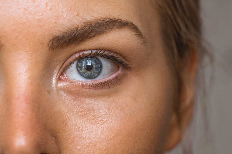 close-up photo of persons eye