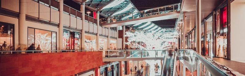 百貨店の売上減が深刻。業績悪化の原因や生き残り戦略は?