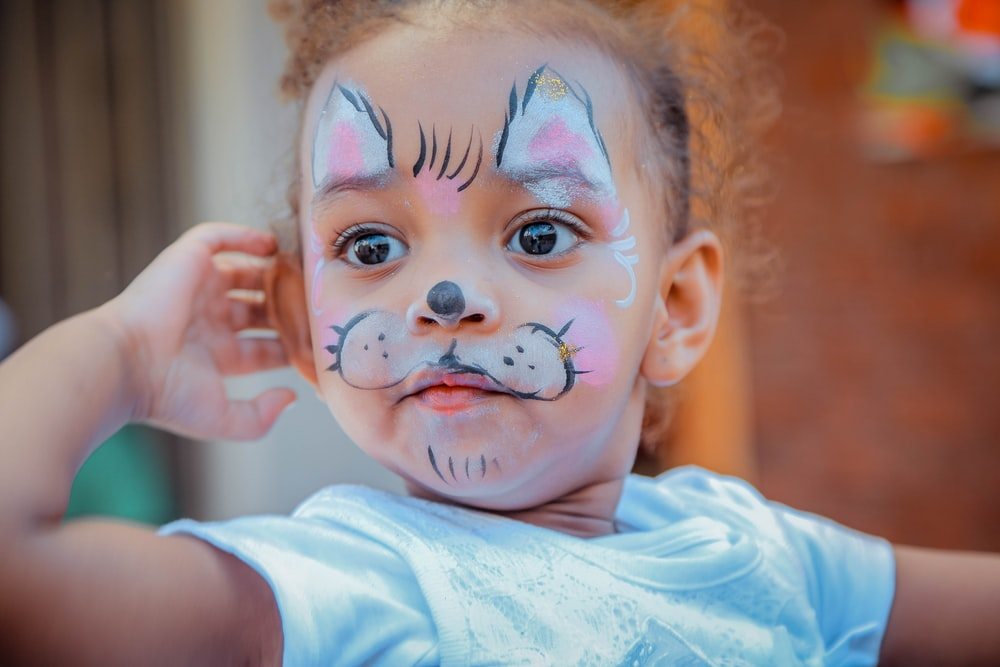 girl with cat face paint