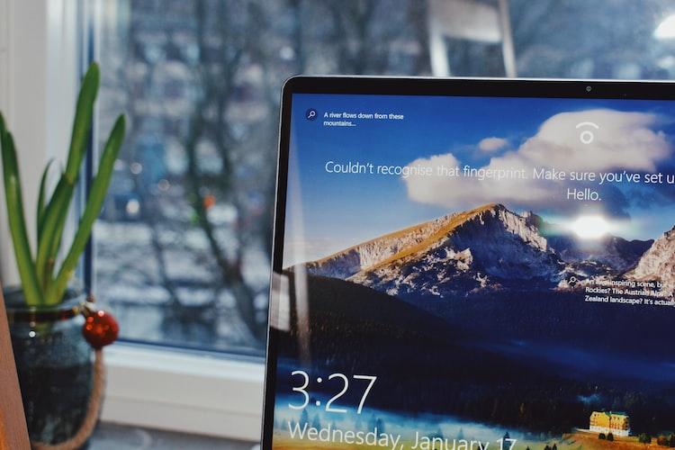 pantalla de laptop con Windows 10