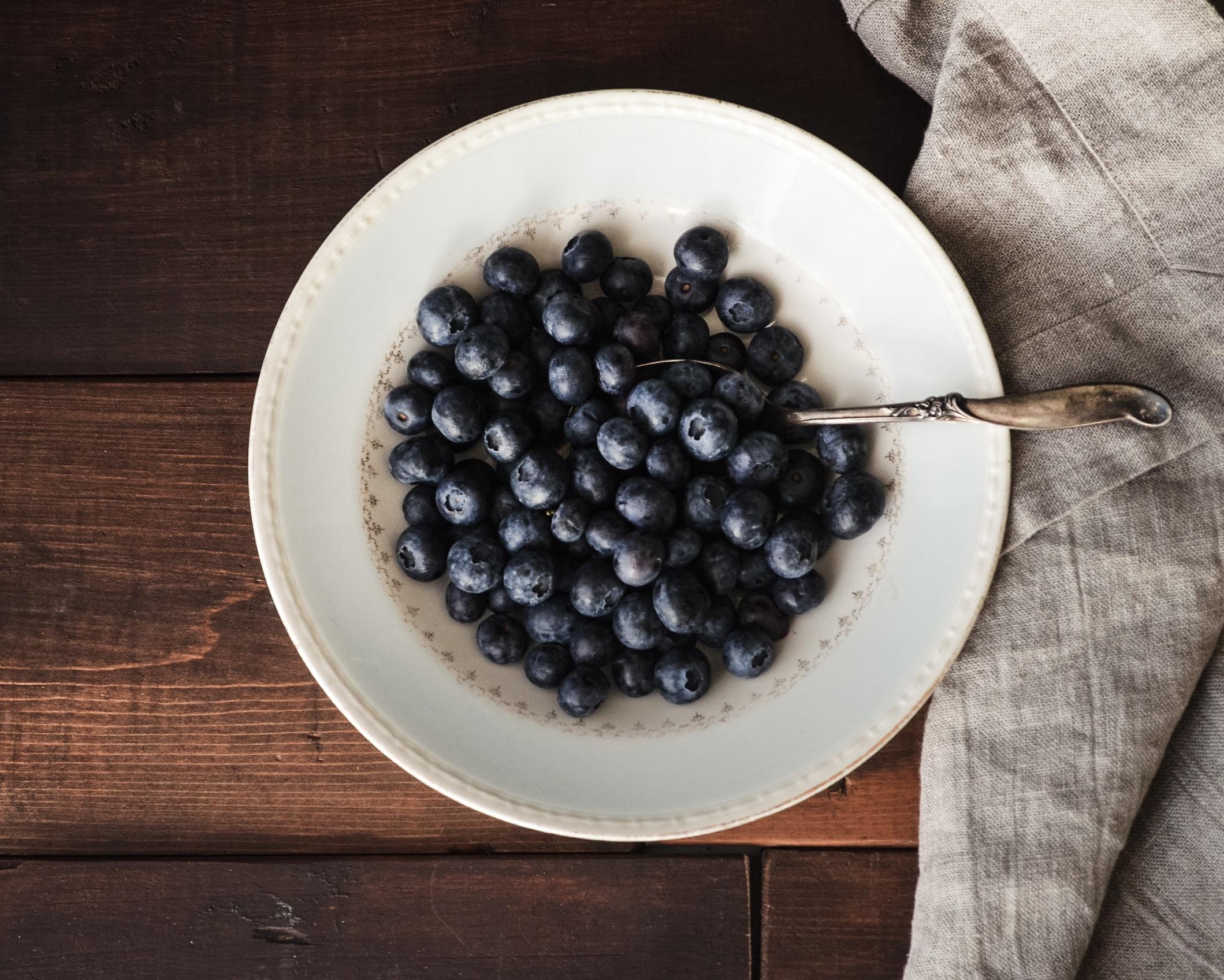 blueberry in white platter