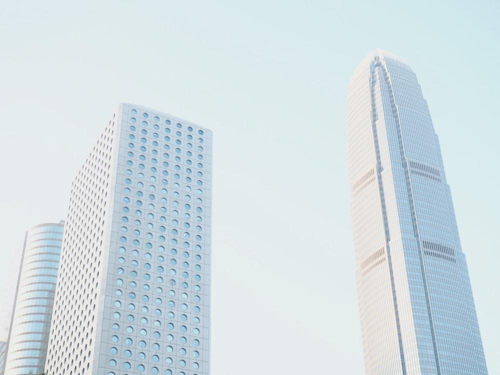 man's eye view of buildings