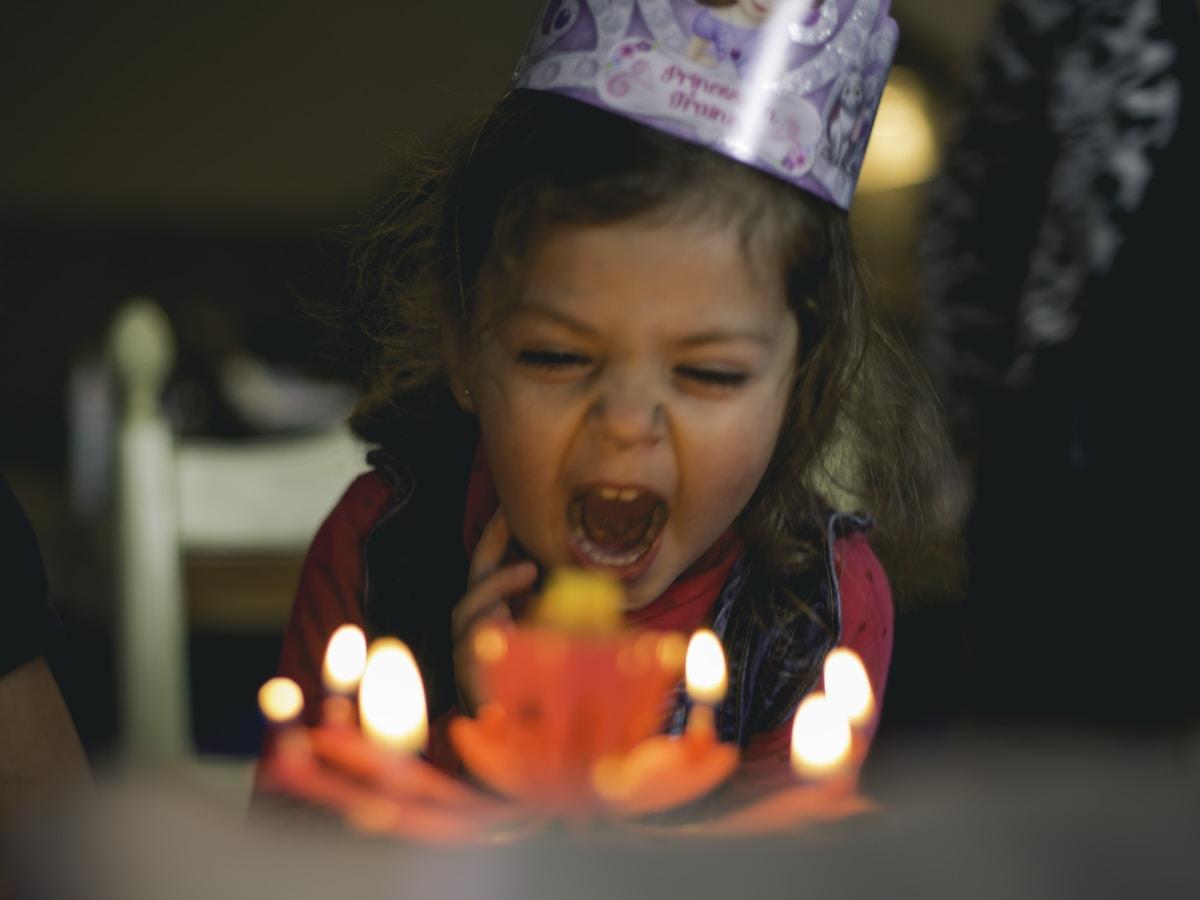 cumpleaños, coronavirus, shallow focus photography of toddler blowing cake candles