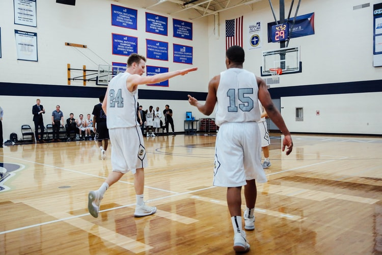 2 teens playing basket ball