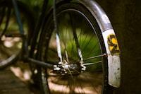 closeup photography of city bike